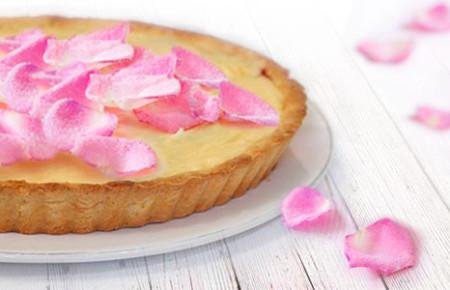 Crostata alla Crema con Petali di Rose Brinati